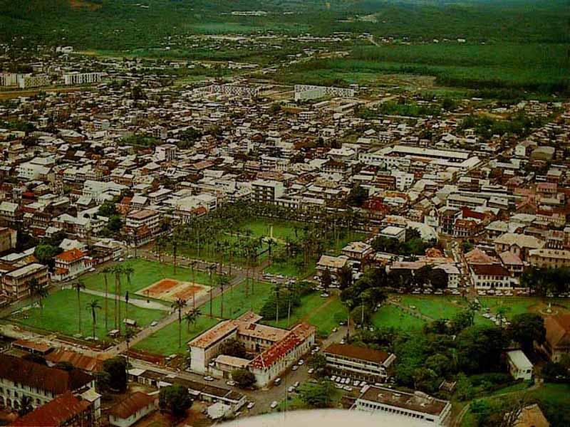 CAYENNE vue aérienne Place des Palmistes